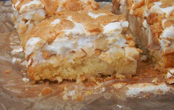 Karališko skonio obuolių pyragas