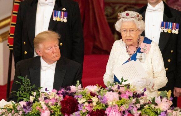 Karalienė Elžbieta II ir Donaldas Trumpas
