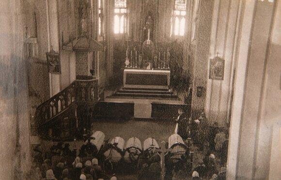 Lebrikų šeimos laidotuvės