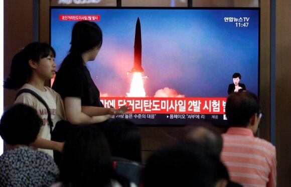 Šiaurės Korėja išbandė dvi balistines raketas