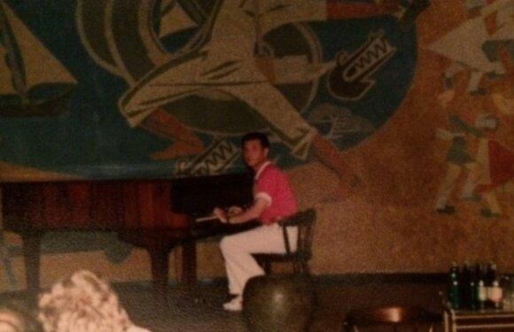 Autentiškos kavinės freskos išlikusios iki šių dienų.  Apie 1965 m. S. Josmano asmeninio archyvo nuotr.