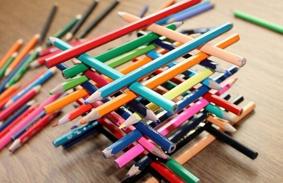 """Žaidimai iš nieko: spalvoti pieštukai <sup style=""""color: #ff0000;"""">FOTO</sup>"""