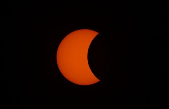 """Pasiruoškite įspūdingam Saulės užtemimui, kurio dalis bus matoma ir Lietuvoje: susiformuos """"ugnies žiedas"""" arba """"mirties žvaigždė"""""""