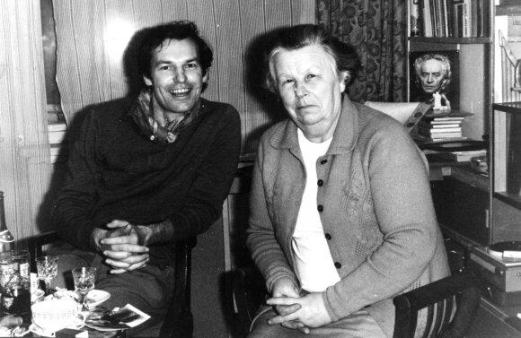 Regimantas Adomaitis su mama Kotryna Adomaitiene