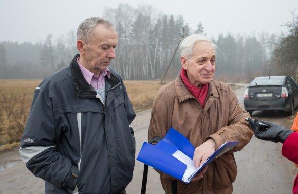 """""""Žuvėdros"""" sodininkų bendrijos pirmininkas Jonas Stašaitis akcentavo, kad, nesulaukdami pagalbos, kelią gyventojai remontuoja ir patys."""