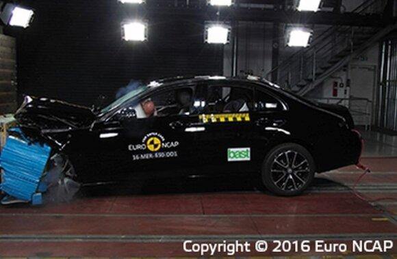 """""""Mercedes-Benz E-Class"""" avarijos testas"""