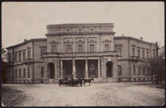 Vilniuje analogų neturinčius rūmus Neries krantinėje 1884-1888 m. Tiškevičiai statė vedami siekio gyventi ne prasčiau nei Vienoje ar Paryžiuje