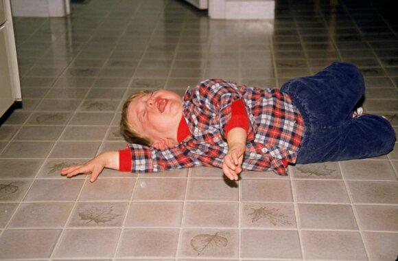 Ašarų pakalnės: nuo kada vaikai pradeda manipuliuoti ir kaip tam nepasiduoti