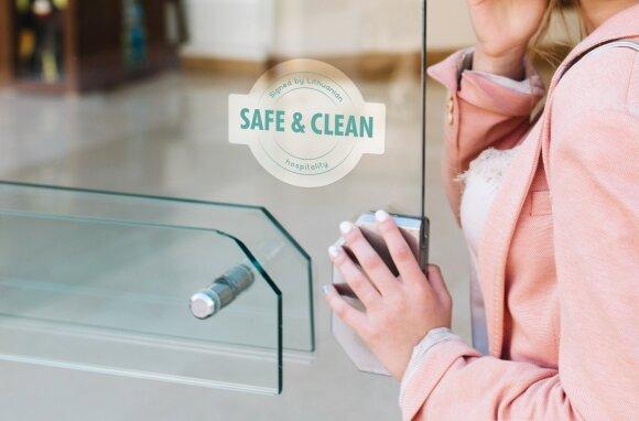 """Ženklas ant viešbučių ir restoranų – """"Safe and Clean"""" (""""Saugu ir švaru"""")"""