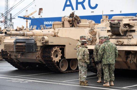 JAV tankai Vokietijos uoste Brėmerhafene