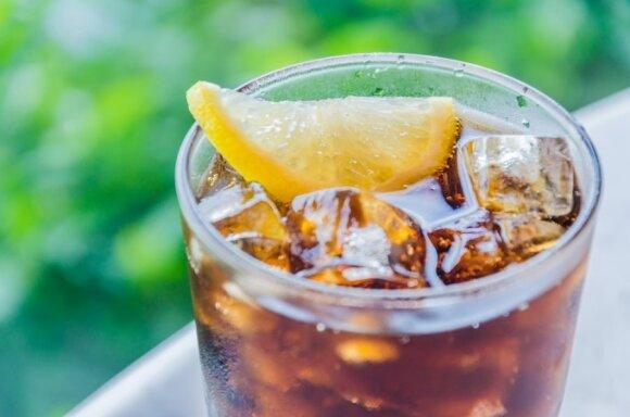Renkatės gėrimus be cukraus – mitybos specialistas turi blogų žinių: jie daug pavojingesni nei atrodo