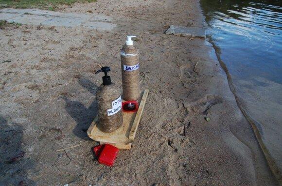 Besimaudantiems padėtos ežerui nekenksmingos priemonės