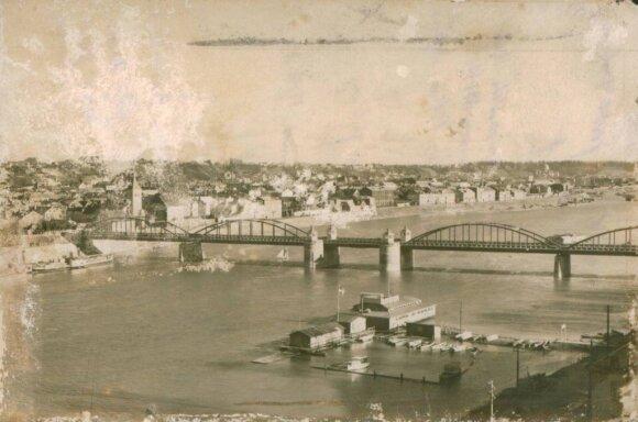 Senamiesčio panorama su tarpukariu pastatytu Vytauto Didžiojo (Aleksoto) tiltu per Nemuną, 1931 m. // Maironio lietuvių literatūros muziejaus (LIMIS) nuotr.