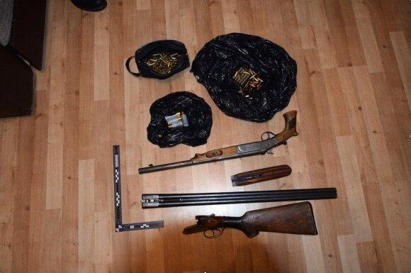 Metų seklys: vidury Panevėžio šaudynes surengusių vagių arsenale – šautuvai, pistoletai, kūjai ir laužtuvai
