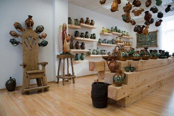 Utenoje laukia čiuožykla ir unikalūs muziejai, tokie kaip Vytauto Valiušio keramikos muziejus