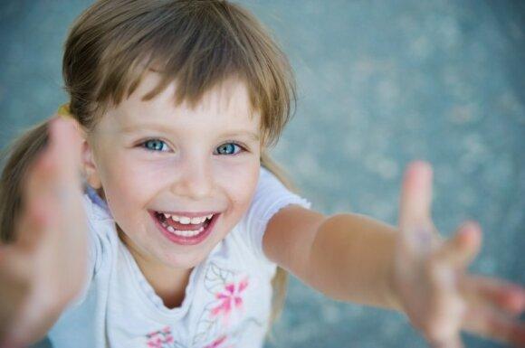 10 patarimų, kad vaikas taptų populiariu tarp draugų
