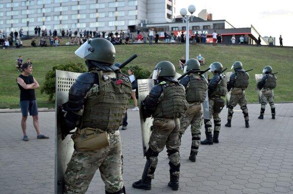 Išgąsdintas Lukašenkos režimas bando keisti taktiką: paviešinti žiaurūs vaizdai sukėlė beprecedentį pasipiktinimą