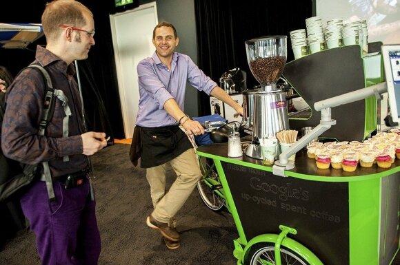 """Kavos """"LÖFBERGS"""" ekspertai """"GOOGLE"""" personalą moko ruošti kavą"""
