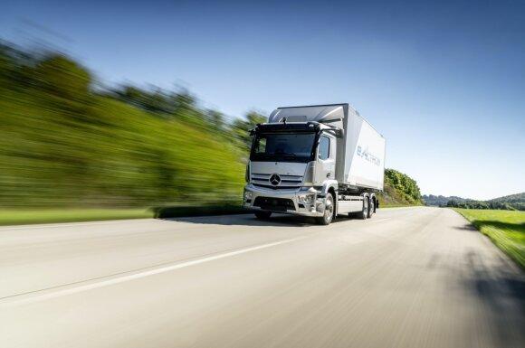 """2021 m. bus pradėta serijinė elektrinio """"Mercedes-Benz eActros"""" gamyba"""