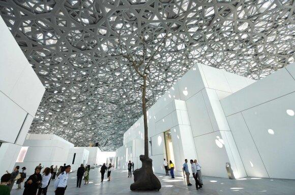 Atidaromas 10 metų statytas Abu Dabio Luvras