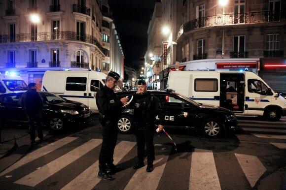 Paryžiuje vyras peiliu subadė keletą žmonių