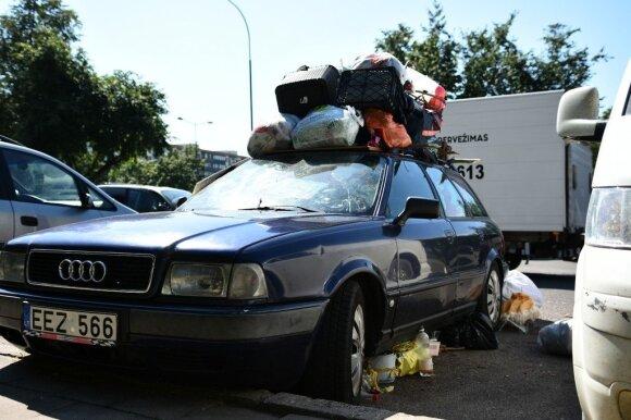 Nustemba net visko matę: šiukšles panevėžietis kaupia ir automobilyje, ir garaže