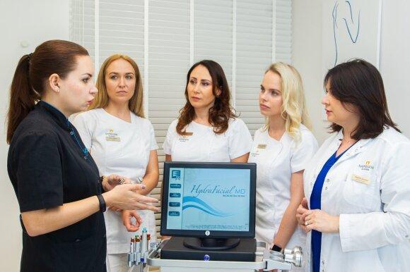 """Dr. Alisa Onopko (kairėje) ir """"Sapiegos klinikos"""" kosmetologės"""