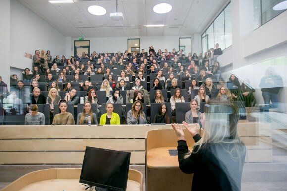 Dėstytojas iš Kanados įvertino atlyginimus Lietuvoje: situacija gėdinga