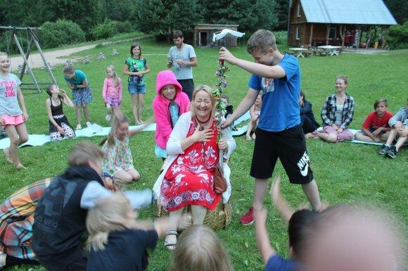 Į Lietuvą sugrįžtanti Birutė Jakučionytė: vaikai yra tėvų mokytojai
