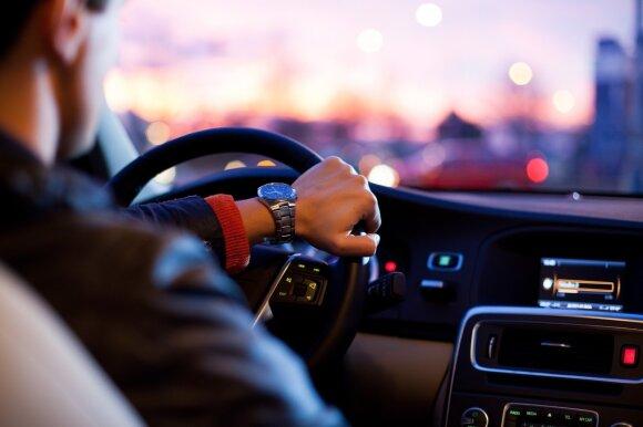 Geresni nei vidutiniai vairuotojai: psichologiją pakeitęs stulbinamas atradimas