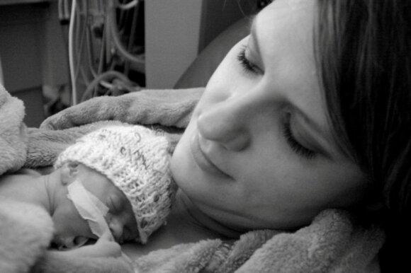Pagimdžiusios neišnešiotukus žinomos mamos atvirauja apie patirtą pragarą