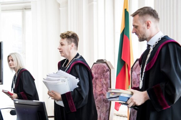 """""""MG Baltic"""" byloje – pirmosios kliūtys ir piketai: Masiulis puola prokurorą, Kurlianskis – ir prokurorą, ir teismą"""