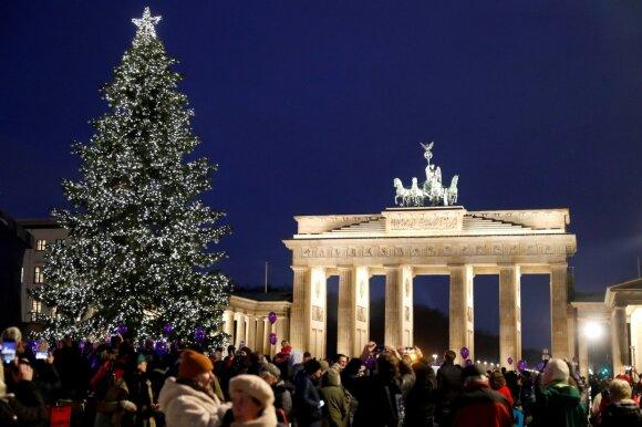 Kalėdų eglė prie Berlyno Brandenburgo vartų