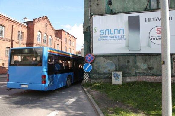 Pavojų aplinkiniams keliančio Klaipėdos namo vaiduoklio likimas – vis dar po paslapties šydu