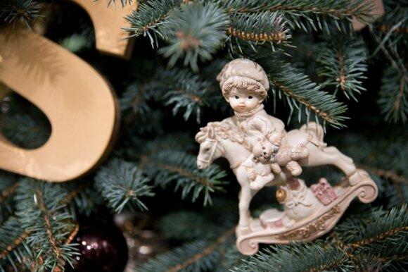 Kalėdų eglutės papuošimas