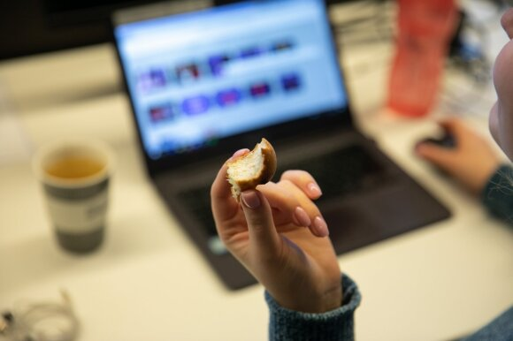 Dietologė pasidalino viena pagrindinių sveikos mitybos taisyklių ir patarė, kaip vertinti užkandžius