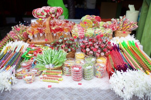Prekiauja saldainiais už 5 eurus: anksčiau teko ir slapstytis, ir miegoti automobilyje