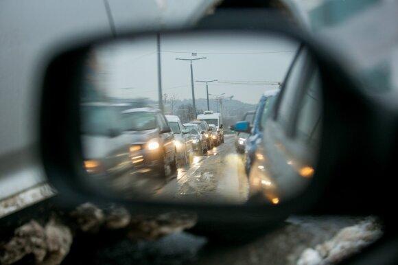 Pasipylus avarijoms klausia: ar lietuviai moka vairuoti žiemą?