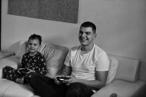 Radistas Rolandas Mackevičius: ką iš tiesų vyrui reiškia būti tėčiu?