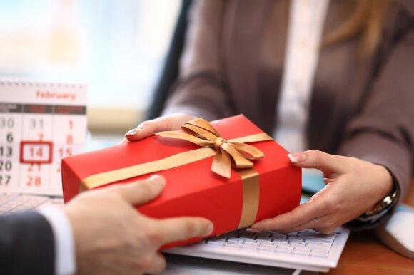 Keičiasi lietuvių dovanojimo įpročiai – kur kas didesnį dėmesį skiria praktiškoms ir netradicinėms dovanoms