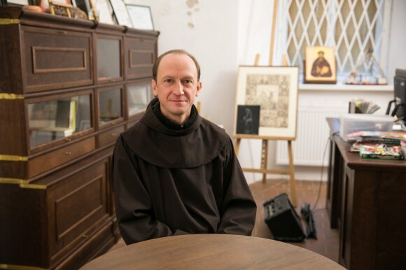 Kankinių kultas prasidėjo dar Gedimino laikais: pagonys vienuolius kapojo, pririšę prie kryžių paleido žemyn Nerimi