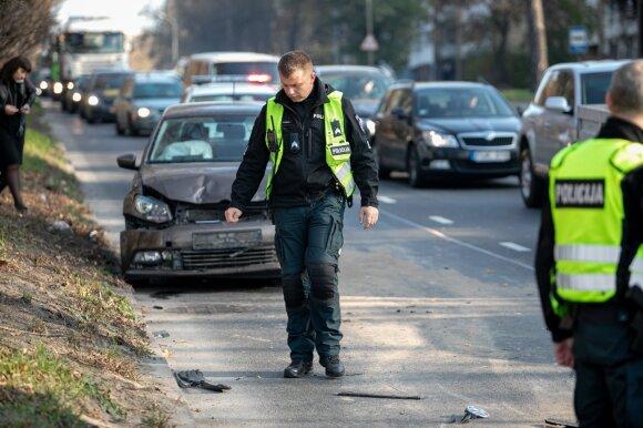 Prašo didesnio vairuotojų dėmesio: lapkričio 1-ąją nepavyksta išvengti eismo įvykių