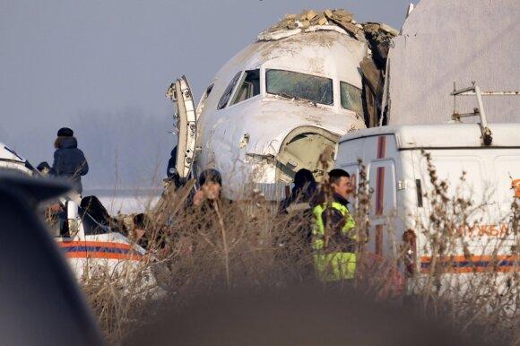 Kazachstane vos pakilęs į statomą namą rėžėsi lėktuvas su 98 žmonėmis
