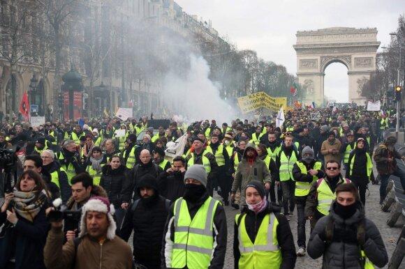 """Paryžiuje – ciniška """"Geltonųjų liemenių"""" provokacija: tai mirusiųjų įžeidimas"""