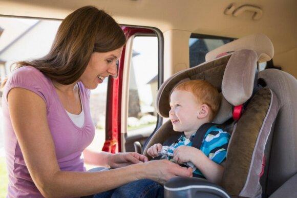 Kokių klaidų nedaryti vežant automobilyje vaiką
