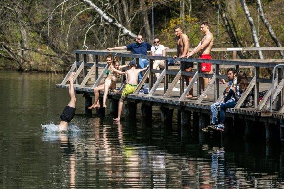 Į Lietuvą vėl plūstels įspūdingas karštis: iš specialistų – perspėjimai dėl maudynių