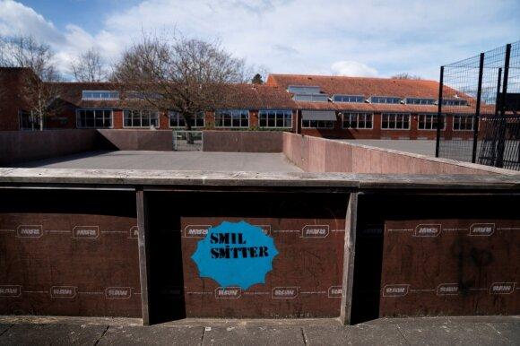 Danija pirmoji atidaro mokyklas