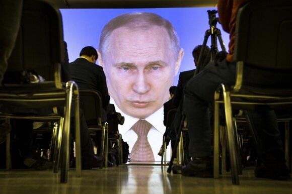 Trumpas priėmė Putino iššūkį: šių ginklavimosi varžybų Kremlius tęsti tiesiog nepajėgs
