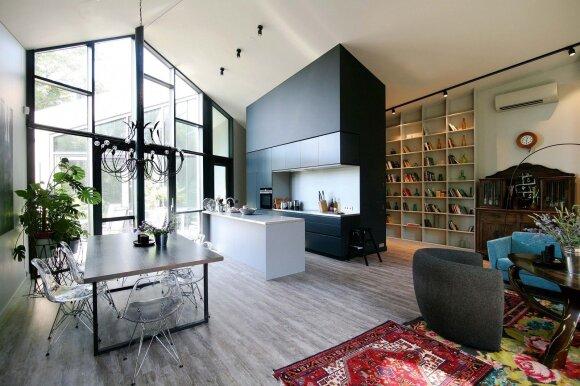 Virtuvę ir knygų lentynas suprojektavo Gintauto Natkevičiaus biuro architektai