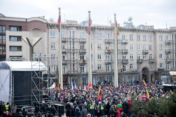 """Protestas """"Mes kaltinam!"""": tūkstantinė minia šaukė Seimui """"gėda"""""""